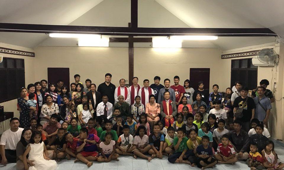 지난 5월 30일 저녁 태국 크렁봉교회에서 장로장립식과 권사 취임식을 모두 마치고